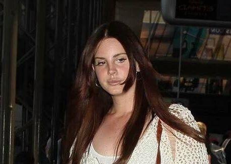 """Lana Del Rey à l'aéroport """"LAX"""" à Los Angeles"""
