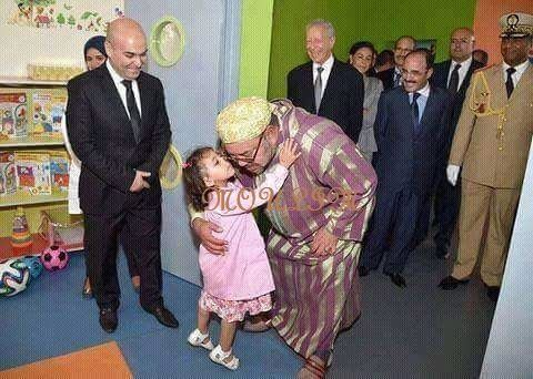 Even little kids love the king Mohamed 6