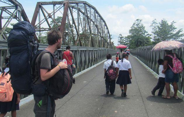 Passage de frontière Panama - Costa Rica (Poste frontière de Sixaola)