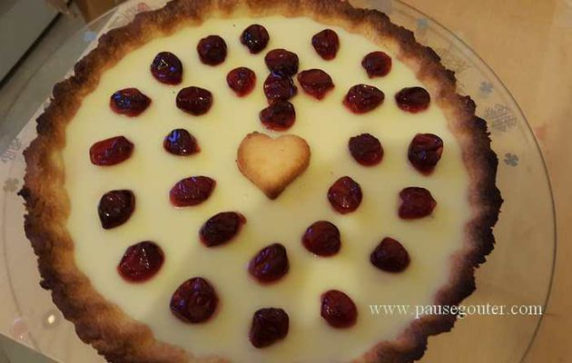 Tarte au chocolat blanc et aux cerises confites