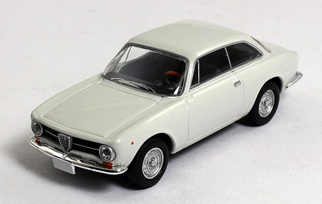 Alfa Romeo 1300 GT Junior - 1/64ème