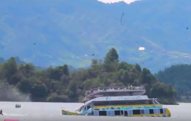 Video - a Boat carrying 170 passengers sinks in a reservoir in Colombia