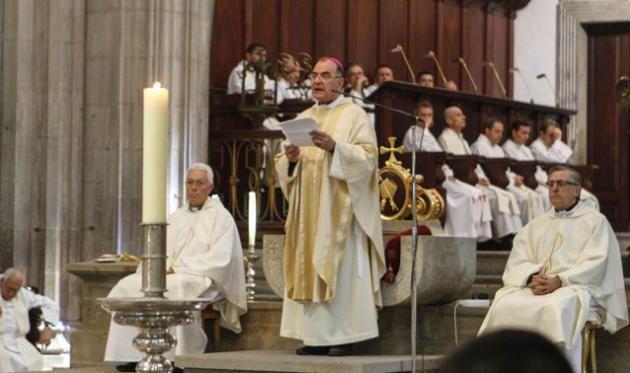 El obispo de Canarias le duele más lo de la drag vestida de virgen que los 154 muertos del accidente de Spanair
