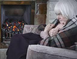Aiutare gli anziani ad affrontare l'inverno.
