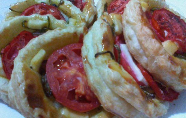 Des tourtes feuilletées à la tomate