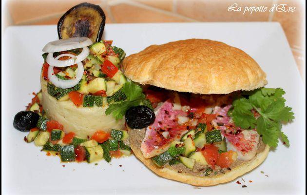 Hamburger feuilleté aux filets de rougets , écrasé de pommes de terre à l'anchoïade et légumes à l'ail et huile d'olive