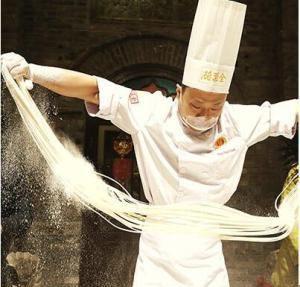 Les « nouilles moustaches de dragon » vedettes du Festival Longtaitou