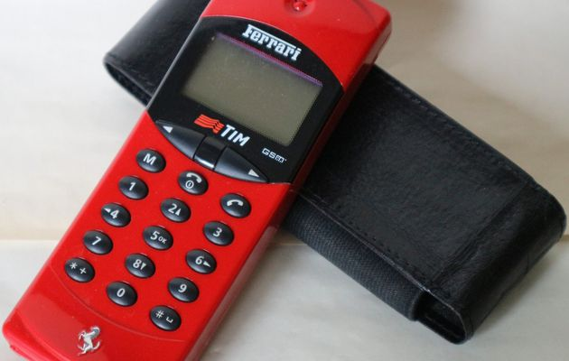 CO003 - téléphone portable FERRARI - 60€