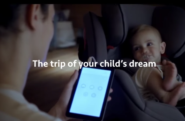 """Renault invente un support siège d'auto pour endormir bébé à la maison """"Baby Home Seat'"""""""