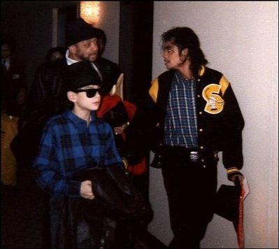 Michael Jackson a abandonné Bill Bray alors qu'il était malade.