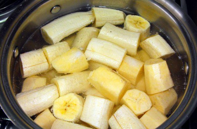 Faire bouillir les bananes avant d'allez au lit, boire le liquide et vous ne croiez pas Que devient-il de votre sommeil