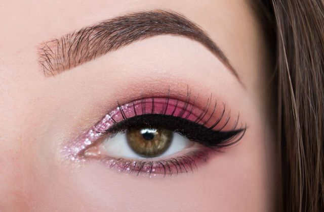 Cranberry eyes & Bold Liner - Valentine's Day Makeup Edition