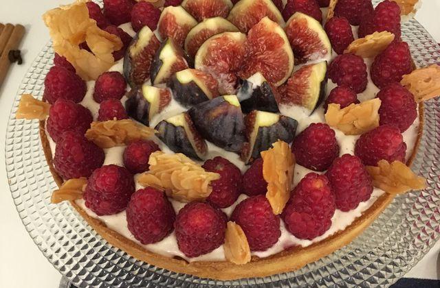 Tarte aux framboises, figues et amandes