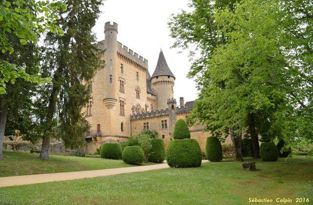 Le Château de Puymartin en Dordogne et la légende de la dame blanche