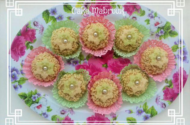 M'chewek à l'amande pistache miel citron vert et décoration en pâte d'amande trèfle
