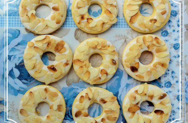 Sablés anneaux aux amandes et glaçage au citron