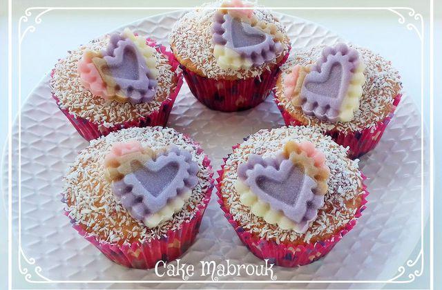 Cupcakes fraise noix de coco et coeur en pâte d'amande