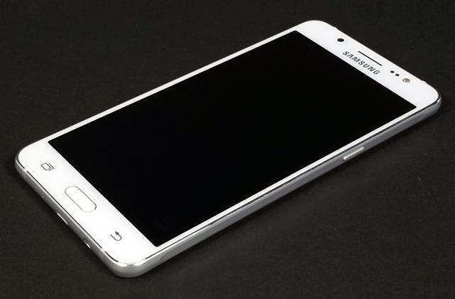 Comment réparer le Samsung Galaxy J5 avec problème de scintillement d'écran ?