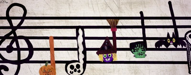 PLAY THE MUSIC BECAUSE...THIS IS HALLOWEEN... HALLOWEEN NIGHT !!!!