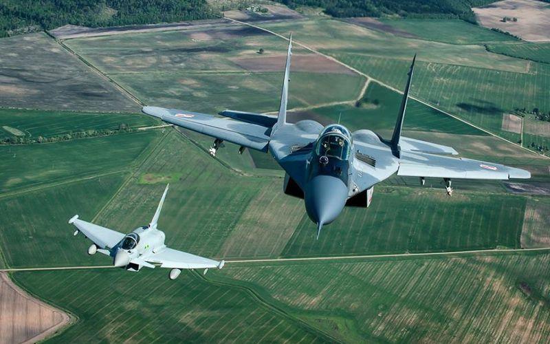Les Typhoons britanniques et les MIG-29 polonais interceptent des aéronefs russes