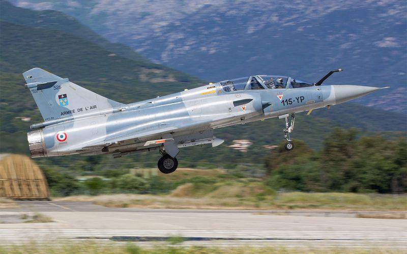 PHOTOS - Des Mirage 2000C et 2000B à Solenzara pour une campagne de tir