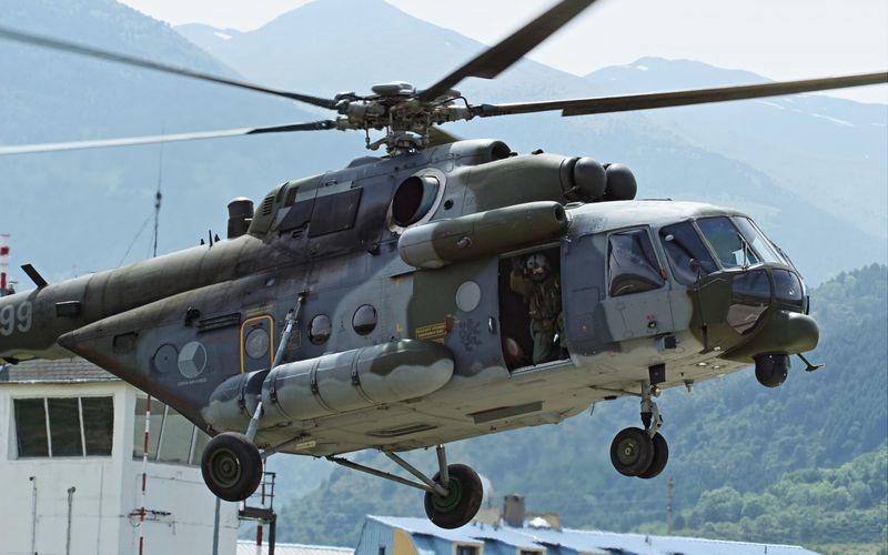 PHOTOS - Des hélicoptères Mi-17 tchèques s'entraînent au vol en haute montagne dans les Pyrénées