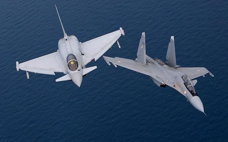Des Su-30MKI indiens s'entraînent avec des Eurofighter Typhoon de la Royal Air Force