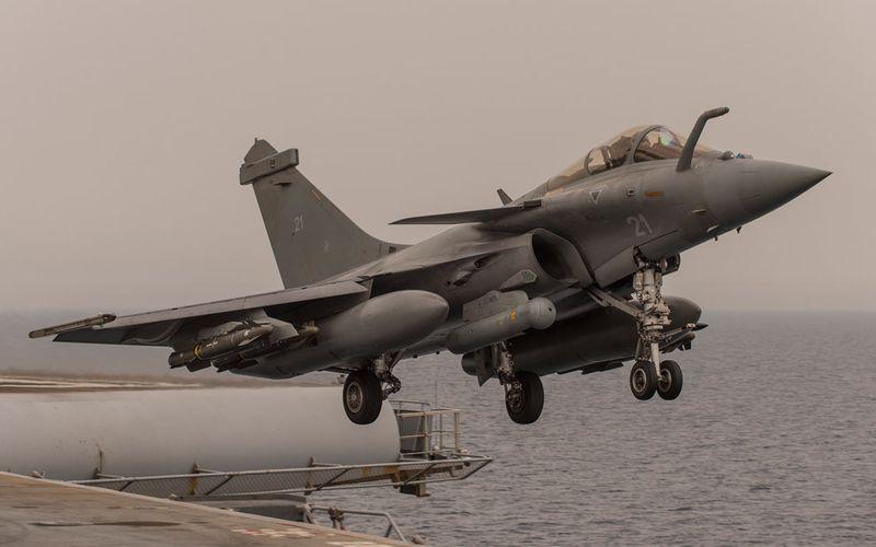 Le porte-avions Charles de Gaulle est opérationnel au large de la Syrie