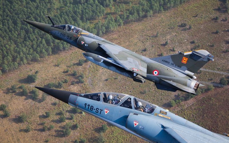 La France vend quatre Mirage F1B au groupe sud-africain Paramount Group
