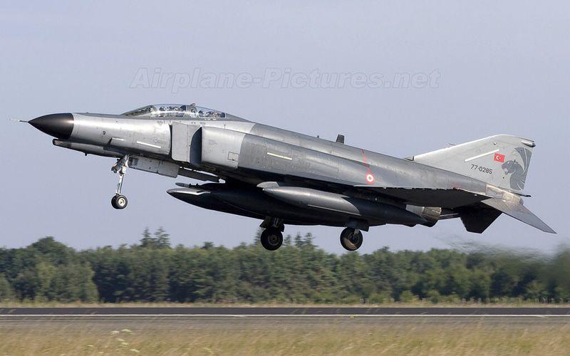 Un F-4 Phantom turc s'écrase