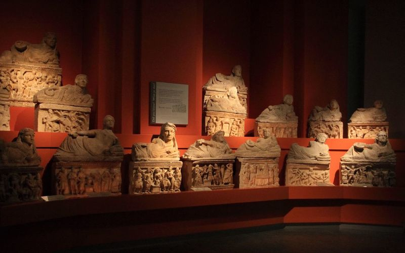 Les sarcophages étrusques (3)