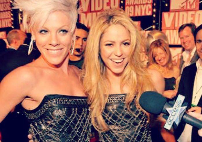 Battle de Look : Shakira VS Pink !
