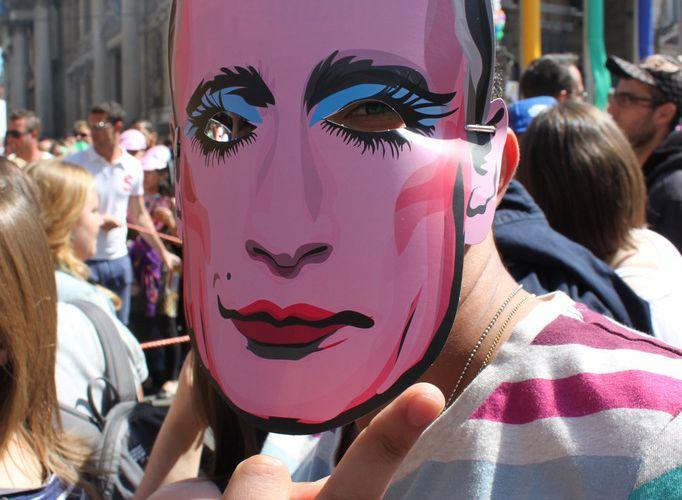 Le mot d'ordre de la Gay Pride de Bruxelles était de faire la nique à Vladimir Poutine pour sa politique homophobe