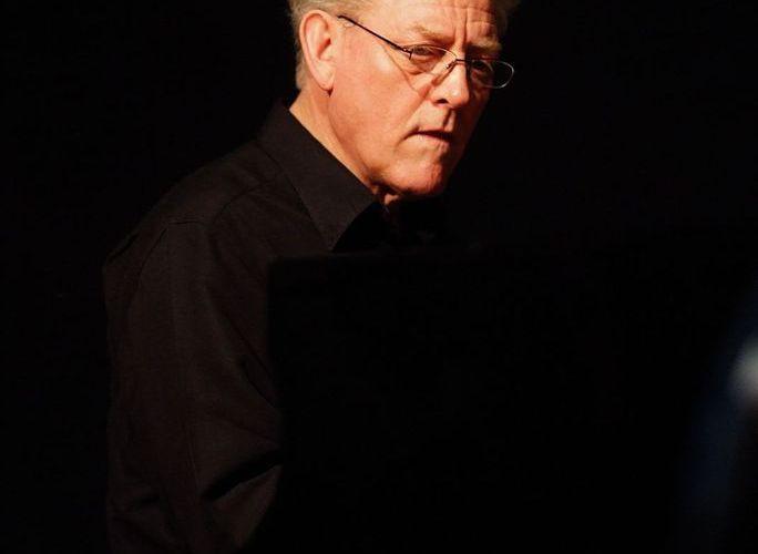 John Taylor est décédé hier d'un infarctus sur scène ! Il était l'un des pianistes les plus subtils et les plus raffinés des 50 dernières années et disparaît presque en silence...