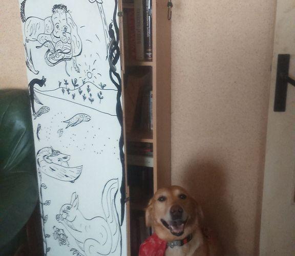 Porte de bibliothèque avec notre chien SAMY qui fait son malin !