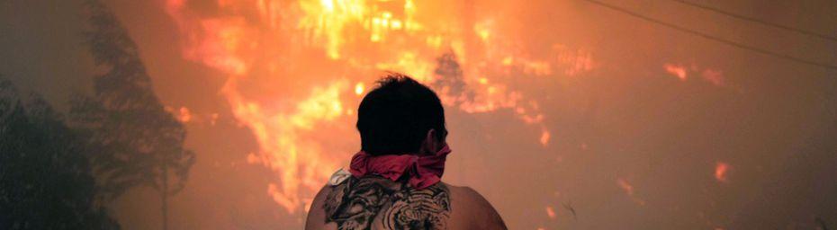 Un spectaculaire incendie au Chili menace Valparaiso, ville classée à l'Unesco
