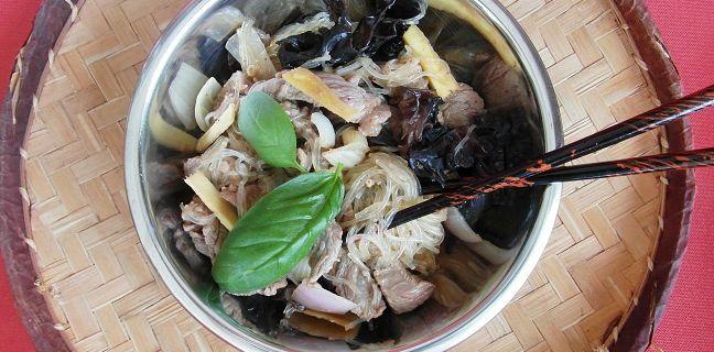 Sauté de boeuf aux champignons noirs, gingembre et citronnelle accompagné de son vermicelle de soja