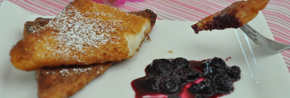French toast with blueberry sauce - Pain Perdu et Petite Sauce Aux Bleuets