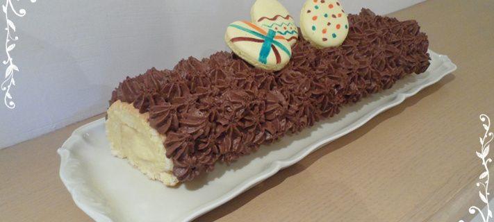 Roulé fourré à la mousse d'ananas avec une mousse au chocolat noir