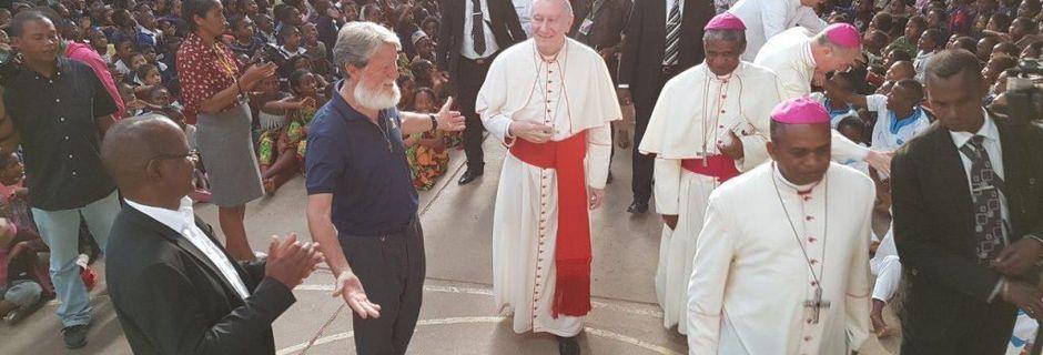 Le cardinal Pietro Parolin rend visite au père Pedro : le Vatican à Akamasoa