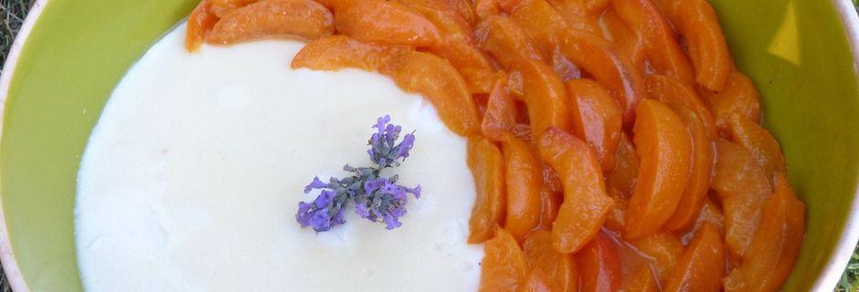 Crème à la lavande et abricots poêlés version famille nombreuse