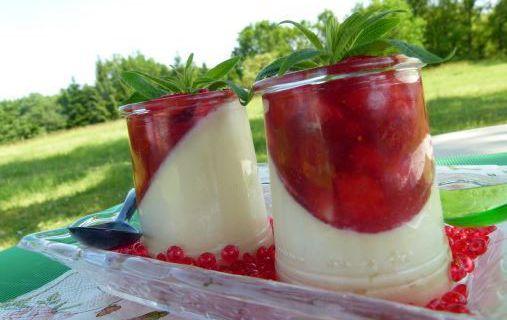 Panna cotta, tartare et coulis de fraises