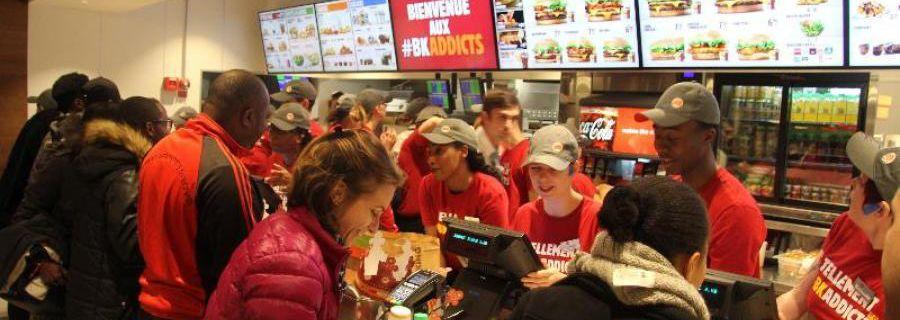 Les travailleurs de nuit de Burger King place de la République (75) à Paris, gagnent !