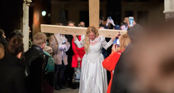 Woman on a cross @ Jill McDarmid. 2014. Venice International Performance Art Week. photo. Monika Sobczak