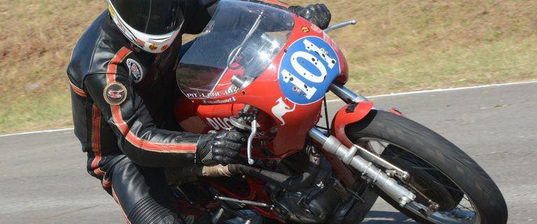Faire de la piste en moto ancienne