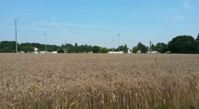 Saint-Rémy l'Honoré, des caravanes s'installent sur le stade