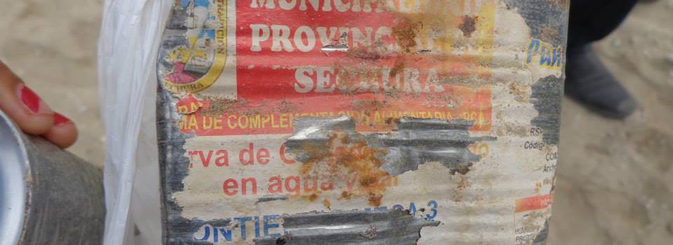 Descubren 4 mil latas de conservas enterradas en Sechura.