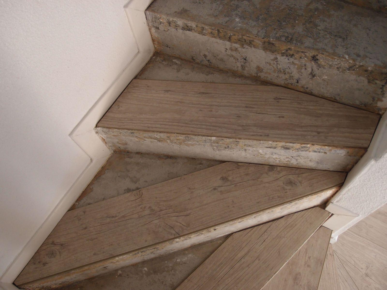 Placer Du Parquet Sur Du Carrelage poser du parquet flottant sur un escalier