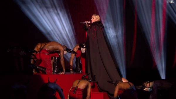 MADONNA Living For Love LIVE brit award's