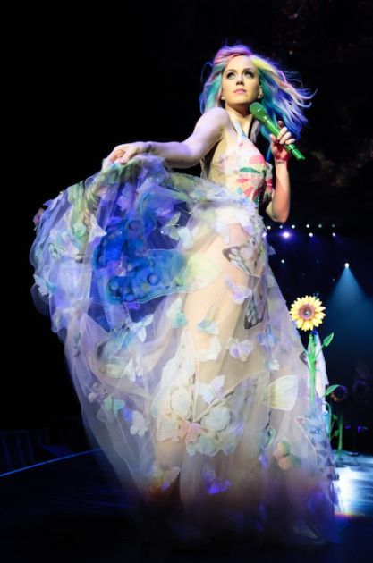 "Sortie D.V.D Culte: KATY PERRY ""The Prismatic World Tour"""